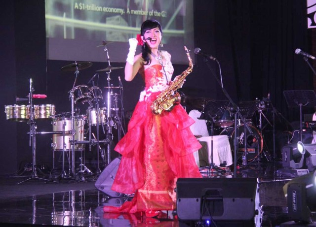Singer / saxophonist Nana Lee performs The Indonesia Channel theme song